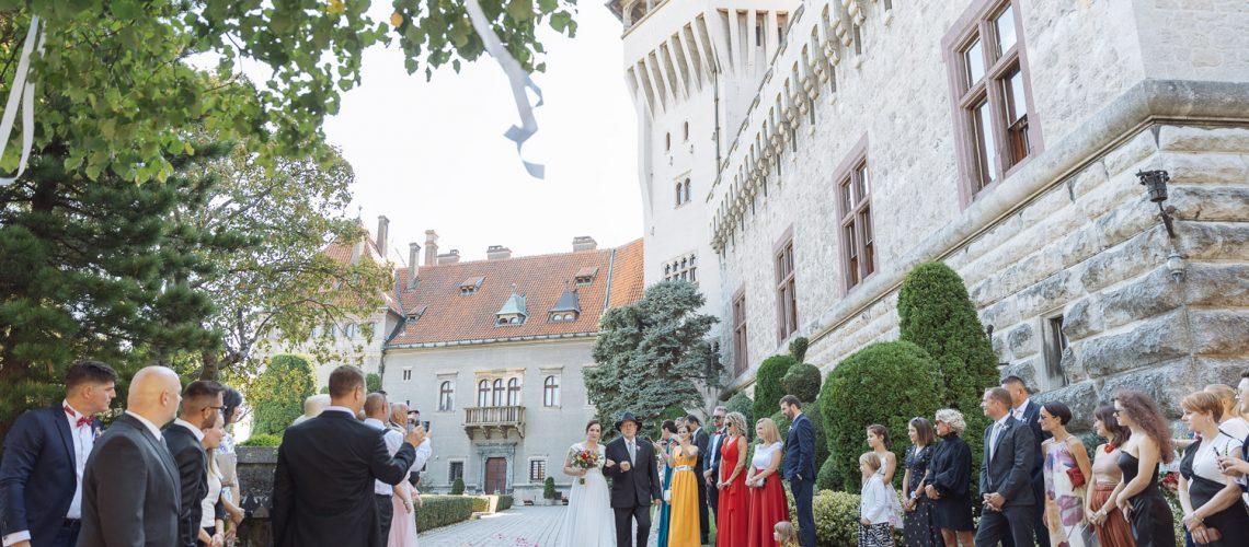 svadba-na-smoleneckom-zamku-vyzdoba-svadobne-saty-svadobny-priestor-zamok-na-svadbu-svadobny-fotograf-zapadne-slovensko_064